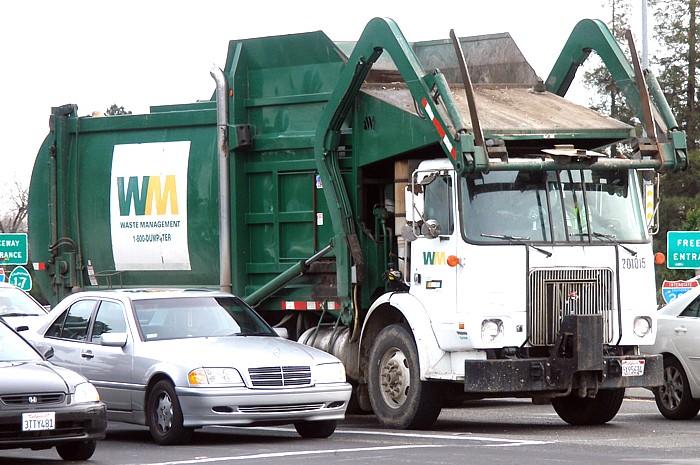 US_Garbage_Truck.jpg