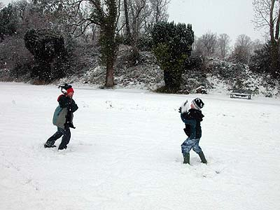 febsnow_snowball_fight400x300.jpg